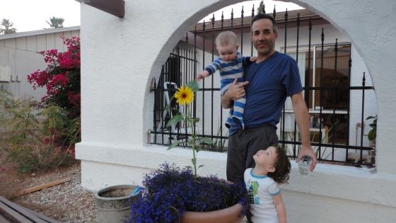 Van, Daddy & Gwen with her sunflower